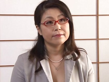 Asian mature Mizuno Yoshie enjoys masturbating for her lover