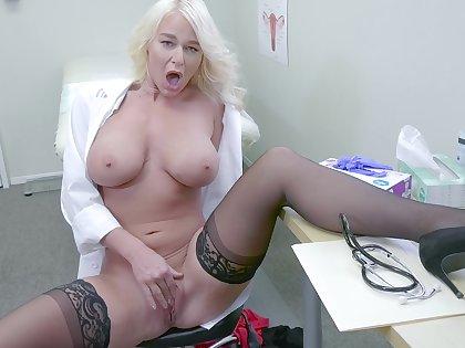 Female doc flashes Bristols coupled with pussy in smashing XXX solo cam ordinance