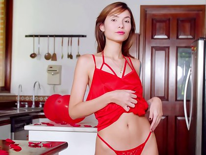 Red haired housewife Nataly Leon is playing here yummy pussy