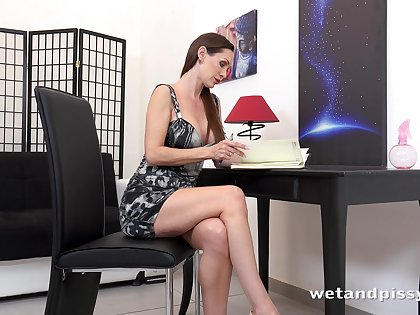 Fantastic smelly but still dazzling pissing busty Cynthia Vellons goes solo