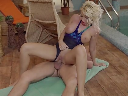 Busty Romanian pretty good Ava Campos takes a hot morose poolside nailing